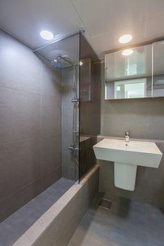 가나아트디자인님의 포근함이 있는 집 사진 Bathroom Toilets, Bathroom Renos, Bathroom Interior, Upstairs Bathrooms, Grey Bathrooms, Modern Bathroom, Concrete Bathtub, Interior Architecture, Interior Design