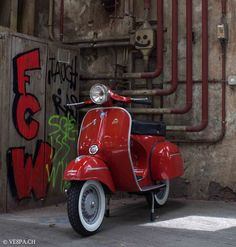 Vespa GTR in Rosso Corallo, 16'020 Km, 1972, O-Lack, original condition, conservata. Over 70 more pictures here: https://ve8pa.ch/2015/06/23/vespa-gtr-in-rosso-corallo-o-lack-mit-16020-km-schweizer-fahrzeug-%e2%89%83-rosso-bianco/