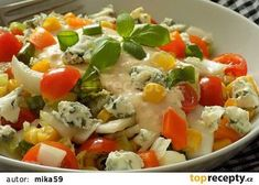 Pestrý zeleninový salát s Nivou a lehce pikantní zálivkou recept - TopRecepty.cz Vegetable Salad, Caprese Salad, Healthy Desserts, Potato Salad, Food And Drink, Rice, Treats, Chicken, Vegetables