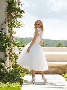Short wedding dress. Maybe for reception