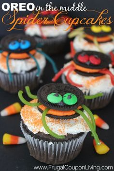 Hide an OREO in the middle of your cupcake with this fun OREO Spider Halloween Kid's Snack #october #halloween #spider #cupcake