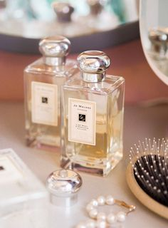 The best Jo Malone perfume combinations to try. In this post I share how to choose a perfume, how to layer perfume, how to combine perfumes, as well as sharing my favourite Jo Malone fragrances. Luxury perfume inspiration.  #hayleyhall #jml #perfumerecommendations #luxuryfragrance #jomalonelondon Burberry Perfume, Chanel Perfume, Old Perfume Bottles, Perfume Oils, Ariana Perfume, Perfume Packaging, Jo Malone, Fragrances, Luxury