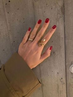 Alternative wedding jewellery inspiration. Gel Uv Nails, Nail Manicure, Toe Nails, Nail Polish, Glitter Nails, Minimalist Nails, Minimalist Fashion, Stars Nails, Uñas Fashion