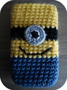 Crochet minion cellphone case