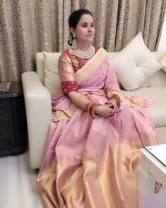 Saree is amazing Sari Blouse Designs, Kurta Designs, Blouse Patterns, Indian Silk Sarees, Indian Beauty Saree, Indian Attire, Indian Outfits, Indian Wear, Trendy Sarees