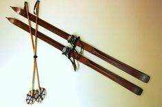 While there are quite a few methods to hang your antique wooden skis, our personal favorite is the good old 'leather strap' method. We sell them here. The leather strap method. Imagine…you just spend one month's salary on a set of antique wooden skis and now you're contemplating drilling a hole straight through them? S