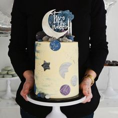Taarttopper 2 jaar two the moon - Two the Moon party Themes, Ideas, Images 2nd Birthday Boys, 2nd Birthday Party Themes, Boy Birthday Parties, Birthday Cale, Birthday Ideas, Rustic Wedding Cake Toppers, Moon Party, Moon Cake, Cupcakes
