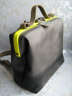 Doctor's bag by Mirjam Zwolsman. Amazing color combinations, great design and looks easy to wear!