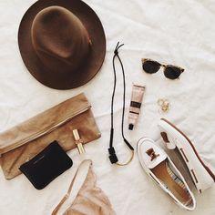 aesop#chapeau#lunettes#été#beiges#