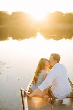 Engagement Portraits on the Lake at Sunset | KT Crabb Photography | See More:  http://heyweddinglady.com/liquid-gold-need-magic-hour-portraits-wedding/
