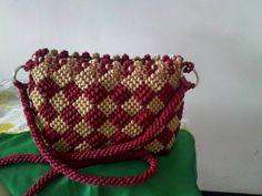 Современные сумочки в технике макраме – Ярмарка Мастеров Collar Macrame, Macrame Purse, Couture Embroidery, Diy Crochet, Saddle Bags, Diy And Crafts, Projects To Try, Blog, Handmade