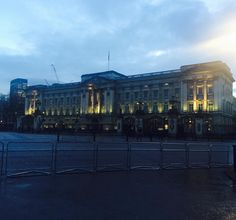 A day well spent in London  #londonlife #buckinghampalace by erin_jessica