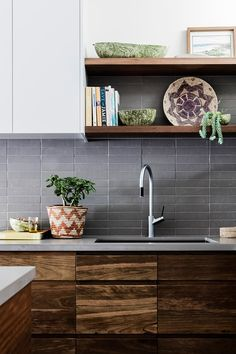 In contrast to hard finishes like concrete and tiles, timber will instantly add warmth to a space - an inviting addition to any style of kitchen. Here are 18 inspiring kitchen designs that incorporate timber in different ways. Timber Kitchen, Industrial Style Kitchen, Stone Kitchen, Kitchen Dining, Kitchen Worktop, Dining Room, Ikea Kitchen Storage, Decoracion Vintage Chic, Beach House Kitchens