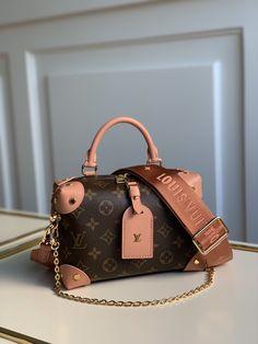 Trendy Purses, Cute Purses, Luxury Purses, Luxury Bags, Unique Handbags, Purses And Handbags, Prada, Dr Shoes, Accesorios Casual