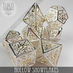 Cool Dnd Dice, Dungeons And Dragons Board, Dragon Dies, Dnd Art, Cosplay Tutorial, Cute Art, Decir No, Board Games, Snowflakes