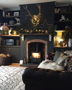 ideas for living room black fireplace shelves Dark Living Rooms, New Living Room, Home And Living, Living Room Decor, Bedroom Decor, Interior Design Living Room, Living Room Designs, Fireplace Shelves, Black Fireplace