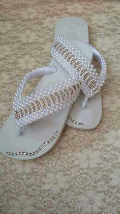 Beaded Shoes, Beaded Sandals, Bling Flip Flops, Flip Flop Sandals, Crochet Shoes, Crochet Slippers, Flip Flop Craft, Shoe Makeover, Decorating Flip Flops