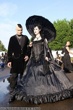 Gothic Fashion Gothic wedding dress they look so charming Gothic Girls, Gothic Men, Gothic Beauty, Gothic Lolita, Victorian Gothic, Gothic People, Steampunk Fashion, Victorian Fashion, Gothic Fashion
