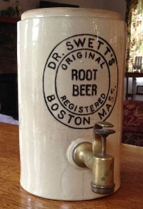 This article is about the Vintage Root Beer Dispensers Beer Dispensers, Alcoholic Drinks, Beverages, Disney Silhouettes, Soda Fountain, Root Beer, Pepsi, Vintage Advertisements, Miniature