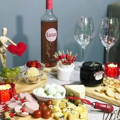 Valentines Day, Cheese, Table Decorations, Romantic Ideas, Dates, Food, Romantic Surprise, Drunk Barbie Cake, Cheese Platters