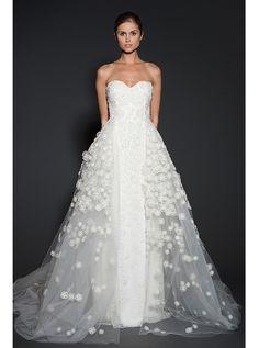 アクア・グラツィエがセレクトした、NAEEMKHAN(ナイーム カーン)のウェディングドレス、NK049をご紹介いたします。