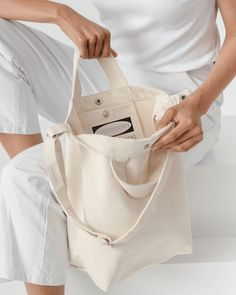 Jim Isermann @ Placewares: Patterns & Products A perfect everyday tote in durable recycled cotton canvas duck. Canvas Handbags, Canvas Tote Bags, Cotton Bag, Cotton Canvas, Diy Tote Bag, Shopper Bag, Cute Bags, Fashion Bags, Purse