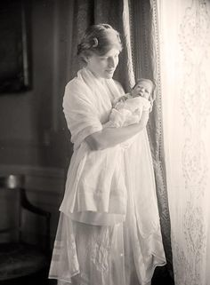 +~+~ Antique Photograph ~+~+  Beautiful portrait of Mother and baby.