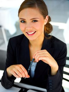 Your interview outfit is important, but so is your hair & makeup! Rather than waiting till the day of, prep ahead with these Interview Hair and Makeup Tips. Job Interview Makeup, Job Interview Hairstyles, Interview Attire, Hair And Makeup Tips, How To Do Makeup, Hair Makeup, Hair Tips, Foto Cv, Poses Modelo