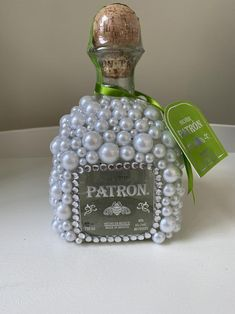 Mini Alcohol Bottles Gifts, Bedazzled Liquor Bottles, Alcohol Bottle Decorations, Alcohol Bottle Crafts, Decorated Liquor Bottles, Glitter Wine Bottles, Bling Bottles, Wine Bottle Crafts, Patron Bottle Crafts