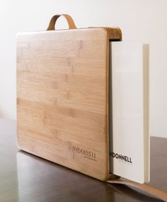 Photographer Ryan Donnell has a beautiful, new, hand-crafted case for his portfolio. Portfolio Covers, Portfolio Book, Portfolio Design, Portfolio Website, Portfolio Ideas, Printed Portfolio, Leather Portfolio, Machine Photo, Wooden Bag