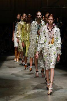 http://www.vogue.com/fashion-shows/spring-2016-ready-to-wear/prada/slideshow/collection