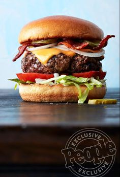 This photo is top quality. The melting of the cheese to the way the burger is raised. The angle of the camera and the bacon and onions standing out. This looks like restaurant promotion quality and i definitely want this burger. Gourmet Burgers, Beef Burgers, Beef Recipes, Cooking Recipes, Wing Recipes, Grilled Hamburger Recipes, Easy Recipes, Best Burger Recipe, Homemade Burgers