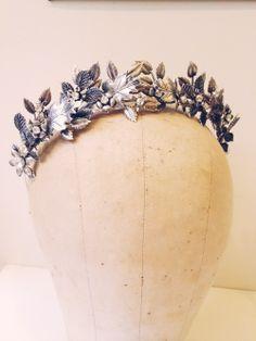 Mignonne Handmade leaves and flowers crown