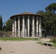 Templo of Vesta or Rotondo from reign of Augustus in Rome