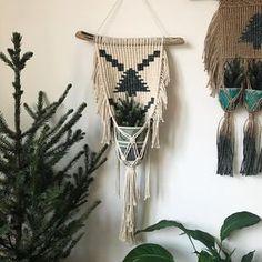 99 отметок «Нравится», 11 комментариев — Louise Summersgill (@macrameadventure) в Instagram: «❯❯❯❯ another mini christmas tree plant hangernot made one of these in ages! It felt so lovely to…»