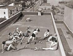 Mulheres treinando boxe em um telhado em Los Angeles – 1933