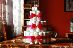 Tort stworzony z jednorazowych pieluszek, przeznaczony dla nowonarodzonej dziewczynki :)    #tort #pepkowe #tortzpieluszek #babyshower #baby #cake #gift #prezent #present #pieluchy #disposablenappies #handmade #DIY #girl #dziewczynka #howto #instruction #instrukcja #lubietworzyc