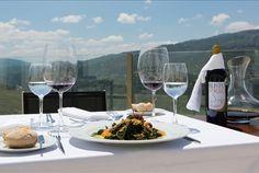 Hotel panorâmico situado entre as vinhas da região demarcada mais antiga do mundo. No cinco estrelas Agua Hotels Douro Scala noite para 2 pessoas + jantar a 2 + acesso ao spa e ginásio por 79€. - Descontos Lifecooler