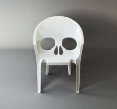 The Remember You Will Die Chair by Pool is Absolutely Morbid trendhunter.com