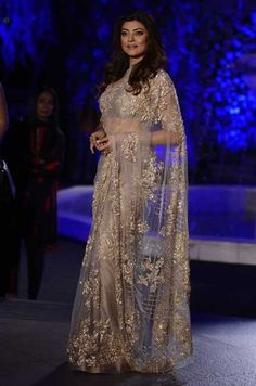 Sushmita Sen at Lakme Fashion Week 2016 : Sushmita opted for a dazzling Manish Malhotra saree with simple makeup and hairstyle. This outfit didn't require any sort of jewelry and I'm glad her stylist knew that. Trendy Sarees, Stylish Sarees, Fancy Sarees, Party Wear Sarees, Designer Sarees Wedding, Bollywood Designer Sarees, Bollywood Saree, Indian Dresses, Indian Outfits