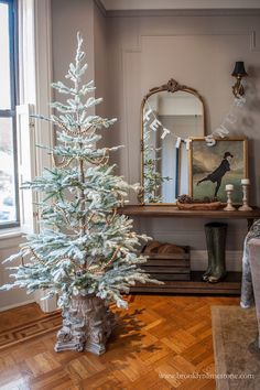 Stunning Winter Tree Decorations Ideas That You Need To Try – Decorating Foyer Creative Christmas Trees, Simple Christmas, Christmas Home, Christmas Holidays, Christmas Crafts, Beautiful Christmas, Balsam Fir Christmas Tree, Skinny Christmas Tree, Xmas