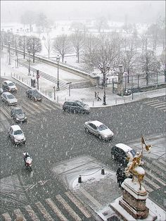Paris sous la neige   I think it is even more beautiful with the snow...