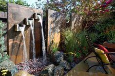 Wasserspiele im Garten - vertikaler Gartenbrunnen aus Cortenstahl selber bauen