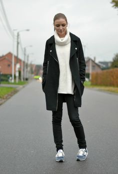 Asos cocoon biker coat, gina tricot maud knitted oversized turtleneck sweater, zara trf black jeans new balance vintage blue u420 outfit pos...