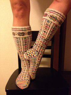 Norwegian knit socks with socks that rock yarn. Such a tough project but totally worth it! Knitting Projects, Knitting Patterns, Sock Knitting, Knit Socks, Yin Yang, Bunt, Hooks, Knit Crochet, Blood