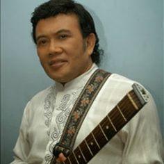 "Raden Haji Oma Irama yang populer dengan nama Rhoma Irama (lahir di Tasikmalaya, 11 Desember 1946; umur 66 tahun) adalah musisi dangdut dari Indonesia yang berjulukan ""Raja Dangdut""."