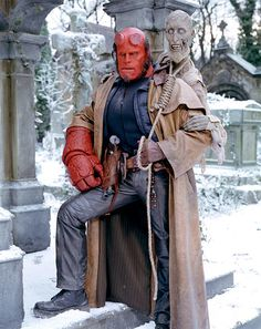This is the real deal right here! Ron Pearlman as Hellboy! I have a massive crush on him. Hellboy 2004, Hellboy Movie, Mike Mignola, Hellboy Costume, Kino Film, Superhero Movies, Movie Costumes, Animation, Dark Horse