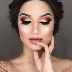 """Rose gold #makeup from @cakeyconfessions using @gerardcosmetics liquid rose gold lipstick """"Dreamweaver"""". Yay or nay? #rosegold"""