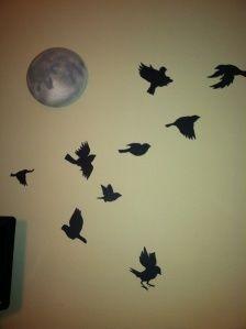 madár falmatrica, plafonra is - DIY Bird Decal - blackbird singin' in the dead of night Blackbird, Diy Home Decor, Wordpress, Decals, Cool Stuff, Night, Inspiration, Biblical Inspiration, Tags