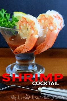 Classic Shrimp Cocktail is a simple appetizer. Nix that prepared flavorless shrimp in a plastic container at the grocery. Mini cocktail glasses make these. Mini Appetizers, Shrimp Appetizers, Shrimp Recipes, Simple Appetizers, Quick Recipes, Light Recipes, Christmas Party Finger Foods, Shrimp Cocktail Sauce, Sugar Donut